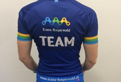 Endlich da – Unsere Trans Bayerwald-Trikots!