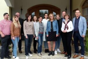 Gruppenbild vor dem Hotel St. Gunther in Rinchnach