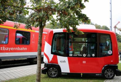 DB-Pilotprojekt in Bad-Birnbach: Mit autonomen E-Bussen zum Zug