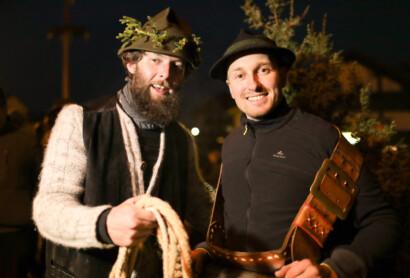 Mit dem Bayernbotschafter beim Wolfauslassen: Gewinner des Sehnsuchtsshops im ARBERLAND