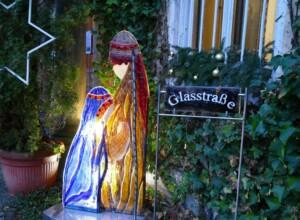 Krippenskulptur an der Glasstraße
