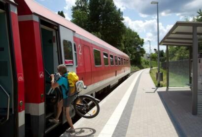 Umweltfreundlich reisen – mit öffentlichen Verkehrsmitteln unterwegs