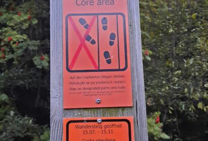 Im Nationalpark-Kerngebiet muss jetzt auf den Wegen geblieben werden