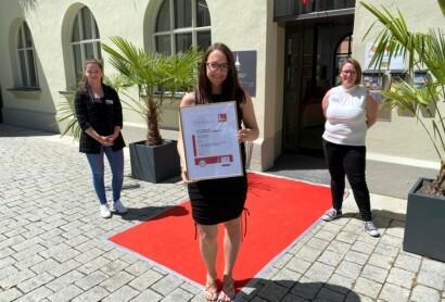 100 Prozent Service-Qualität: Tourist Info der Stadt Deggendorf erhält Zertifizierung